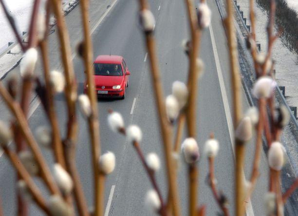 Autoliiton Operaatio Pajunkissa päivystää pääsiäisen aikana numerossa 0200 8080 auttamassa pulaan joutuneita autoilijoita.