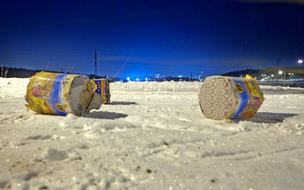 Uudenvuoden juhlissa ammutut ilotulitteet aiheuttivat jälleen useita silmävammoja. Rakettien lisäksi vammoja aiheutui tulitepatojen käytöstä.