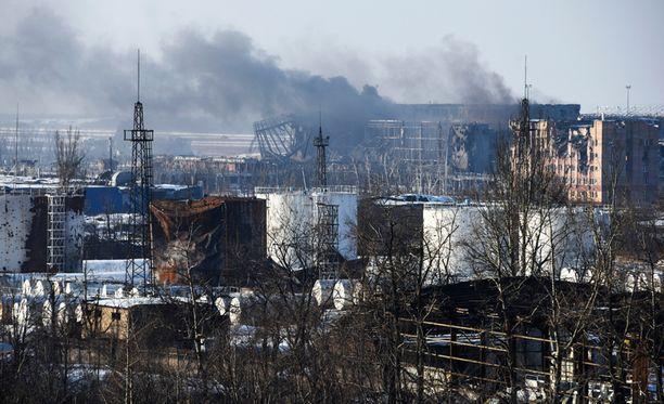 Savua Donetskin lentokentän yllä tammikuun 16. päivä.