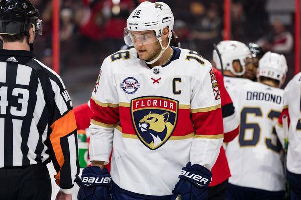 Aleksander Barkov nakutti peräti 96 pistettä NHL:n runkosarjassa, mutta Floridan kausi päättyi ennen pudotuspelien alkua.