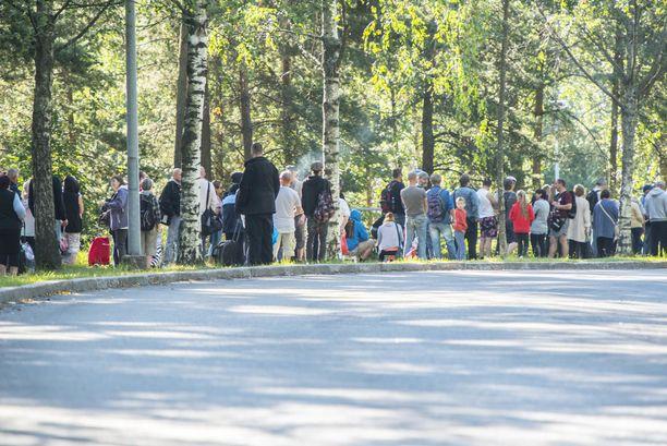 Kuva Helsingin Myllypuron leipäjonosta on viime kesältä.