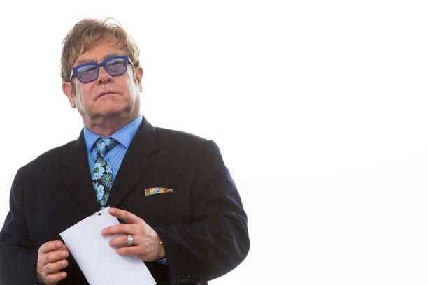 Elton John laittoi elämänsä kansien väliin.