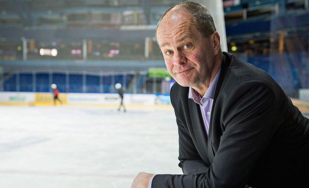 Jarmo Koskinen pyrkii uudistamaan Bluesin ottelutapahtuman.