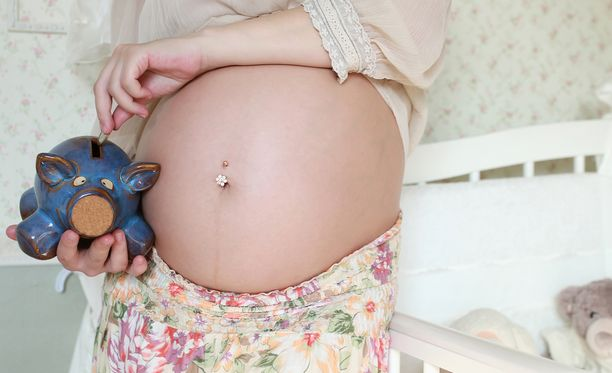 Raskaudenaikaiset rahahuolet voivat vaikuttaa vauvan syntymäpainoon.