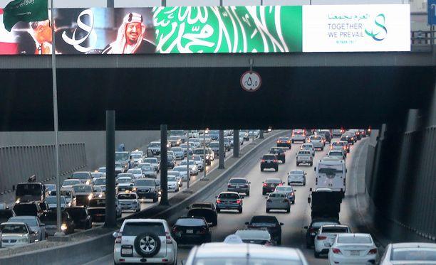 Saudi-Arabia on ainoa maa maailmassa, jossa naiset eivät saa ajaa autoa. Kuva maan pääkaupungista Riadista.