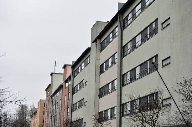 Arhinmäen ARA-asunto sijaitsee Herttoniemessä Itä-Helsingissä. Asunnossa on neljä huonetta, keittiö sekä sauna.