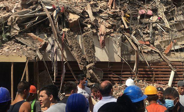 Ainakin 49 rakennusta on romahtanut Meksikon pääkaupungissa.