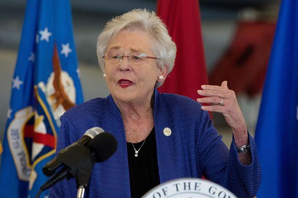 Republikaanipuoluetta edustava Alabaman kuvernööri Kay Ivey arkistokuvassa joulukuussa 2017.