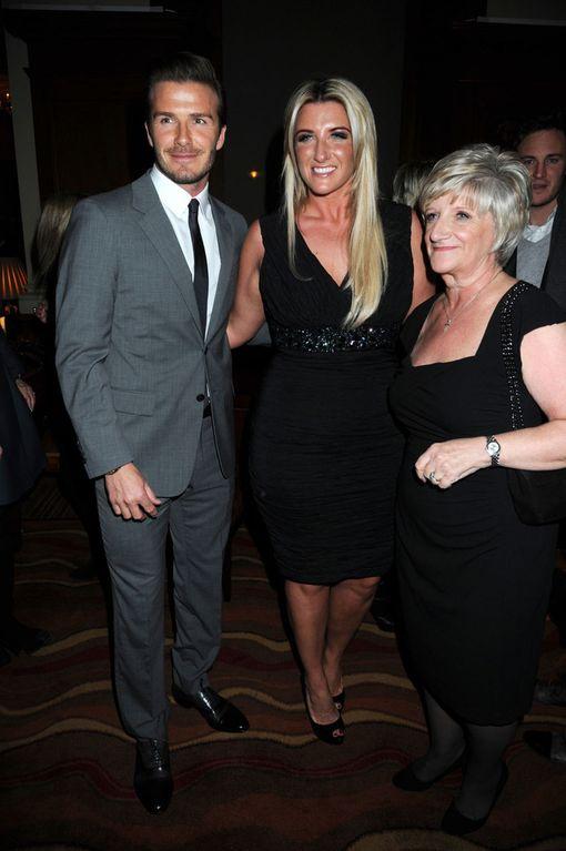 David, Joanne ja Sandra-äiti kuvattuna vuonna 2012.