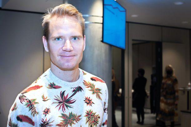 Ville Nousiainen pyörittää yksinhuoltajana arkea. Hänen vaimonsa, hiihtäjä Mona-Liisa Nousiainen kuoli syöpään reilu vuosi sitten.