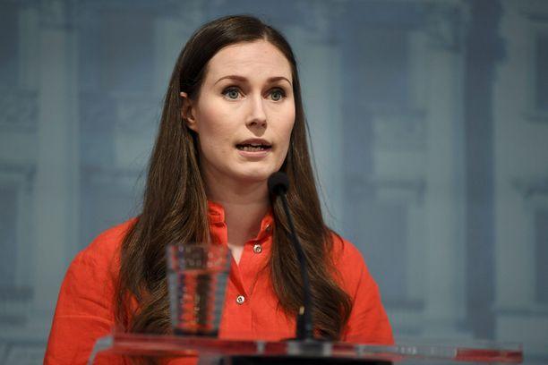 Pääministeri Sanna Marinin hallitus joutuu tekemään vaikeat työllisyyspäätökset ilman työmarkkinajärjestöjen apua.