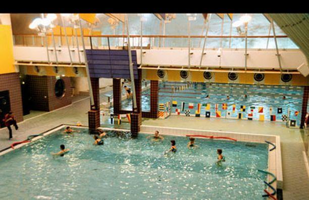 Housunsa laskenut mies jäi kiinni Itäkeskuksen uimahallissa.