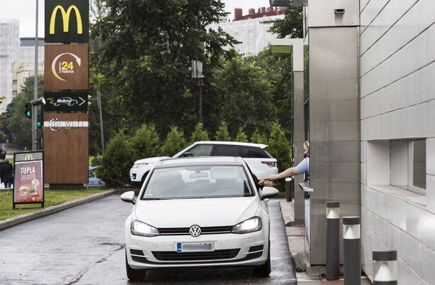 Väkivaltainen välikohtaus sattui Vallilassa McDonald´sin autokaistalla asiakkaan tilatessa ateriaa.
