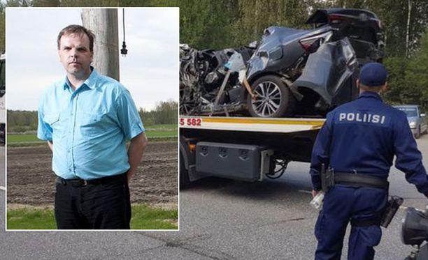 Jorma Sonninen kuvattuna vuonna 2012. Mäntyharjun turman autoja raivattiin kolaripaikalla eilen illalla.