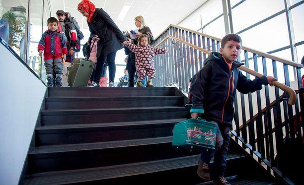 Turvapaikanhakijoista yksin tulleita lapsia on saapunut Malmön päärautatieasemalla noin 50. Kuvan lapset eivät liity tapaukseen.