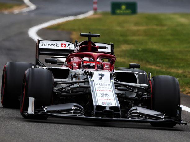 Kimi Räikkönen starttaa Britannian GP:hen 12. ruudusta. Hän hävisi tallikaverilleen Antonio Giovinazzille kolmannen kerran neljään viime aika-ajoon.