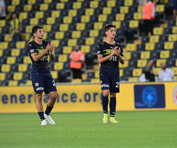 Muhammed Gümüskaya (vasemmalla) teki voittomaalin. Arda Güler (oikealla) debytoi edustusjoukkueessa.