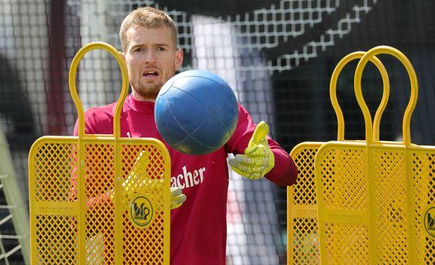 Lukas Hradeckyn katse on Saksan cupin finaalissa.