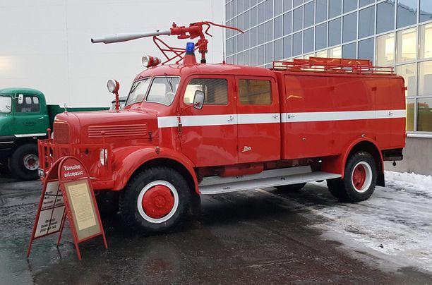 Kuvan vanha paloauto vuodelta 1957 on yksi vahingoitetuista autoista.