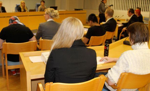 Arkistokuva Oulun käräjäoikeudesta. Perhekotisurmaajat saivat eri tuomiot.