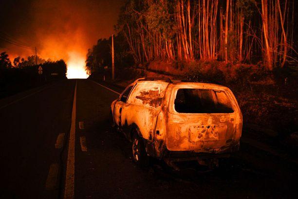 Metsäpalo sai viranomaisten arvion mukaan alkunsa salamasta.