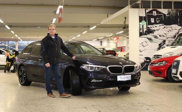 Markku Pyrrö on huomannut, että kestovahapinnoitetun auton peseminen on huomattavasti helpompaa ja nopeampaa.