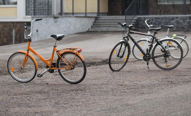 Poliisi epäilee selvittelee epäillyn pyörävarkaan liikkeitä Tampereella. Kuvituskuva.