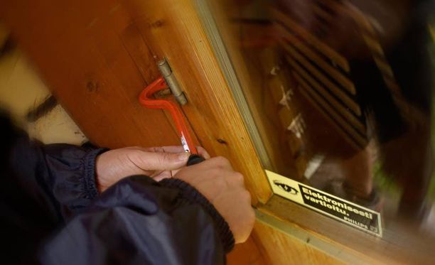 Asuntovarkaat tunkeutuvat sisään yleensä ikkunan rikkomalla tai murtamalla oven.