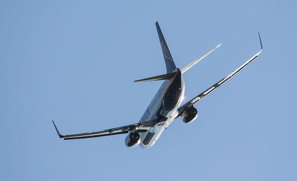 Lentopelosta kärsinyt mies aiheutti vaaratilanteen kesken lennon.
