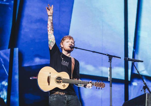 Ed Sheeran esiintyy Suomessa Malmin lentokentällä 23.-24. heinäkuuta.