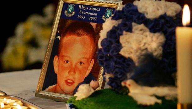 Rhys Jonesin surmattiin pubin parkkipaikalle.