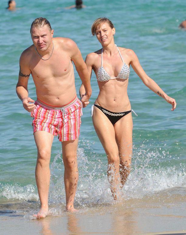 Mika Häkkinen ja Marketa bongattiin elokuussa 2008 St. Tropezissa. Mika ja Erja olivat eronneet alkuvuodesta.