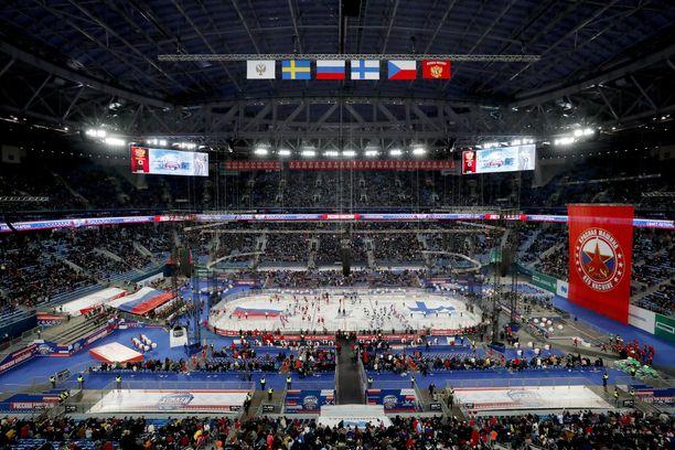 Suomi ja Venäjä kohtasivat EHT-ottelussa Pietarin Krestovski-stadionilla. Samalla stadionilla pelataan ensi kesänä jalkapallon EM-kisoja.