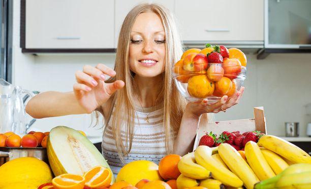 Makeanhimon iskiessä syö jälkiruuaksi hedelmiä.