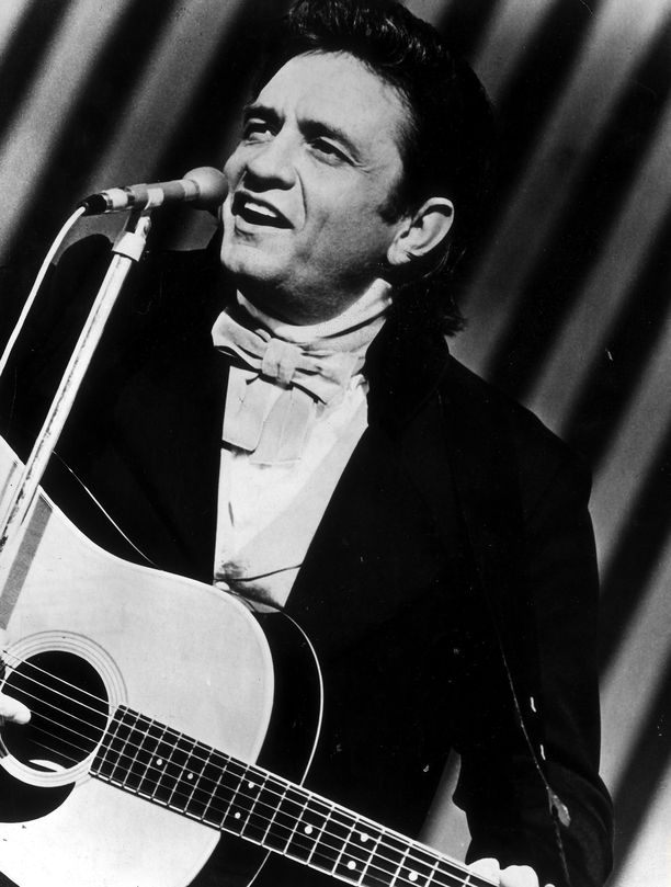 Kuvassa country-musiikin laulajalegenda Johnny Cash, jonka tontti on myynnissä melkein neljällä miljoonalla dollarilla. Cash viihtyi tilallaan yli 35 vuotta.