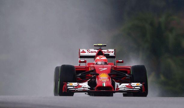 Kimi Räikkönen lähtee sunnuntain kisaan iskuetäisyydeltä.