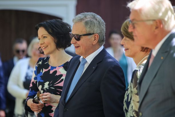 Aiemmin sunnuntaina presidenttiparit kävivät kaupunkikierroksella Naantalissa.