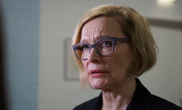 Sisäministeri lupaa poistaa laittomasti maassa olevat.
