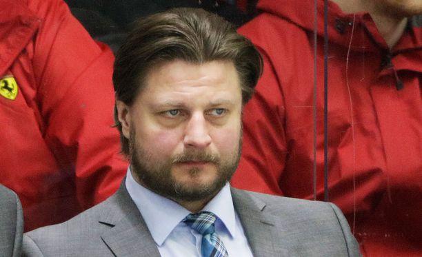 Pasi Nurminen oli vuoden 2011 MM-kultajoukkueen maalivahtivalmentaja.