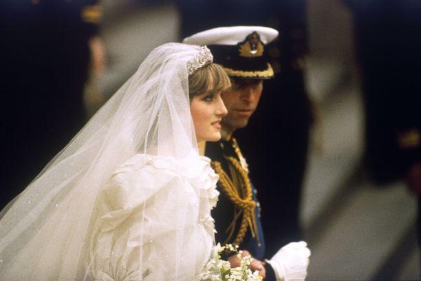 Dianan ja Charlesin häitä vietettiin 40 vuotta sitten.