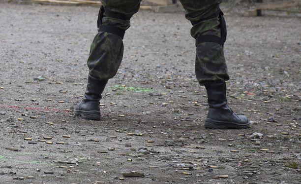 Puolustusvoimien koulutus Santahaminassa. Kuvituskuva.