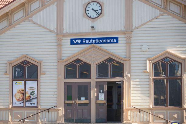 Oulun asemalta voi hypätä junaan, joka brittilehden mukaan vie Euroopan kauneimpiin kuuluvalle matkalle.