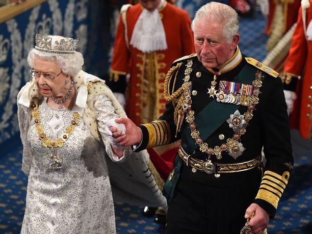 Olisiko kuningatar Elisabet vihdoin valmis luovuttamaan kruununsa prinssi Charlesille?