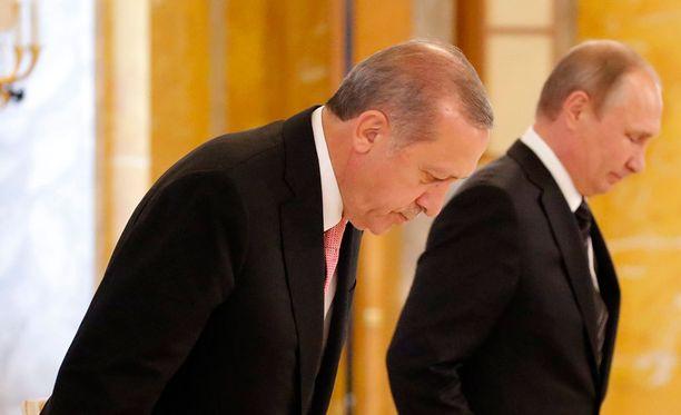 Turkin ja Venäjän välit olivat pitkään syväjäässä sen jälkeen, kun Turkki ampui alas venäläisen hävittäjän viime marraskuussa.