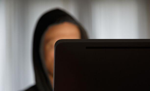Mies on aiemmin tuomittu alaikäisenä tekemistään kansainvälisistä tietoverkkorikoksista.