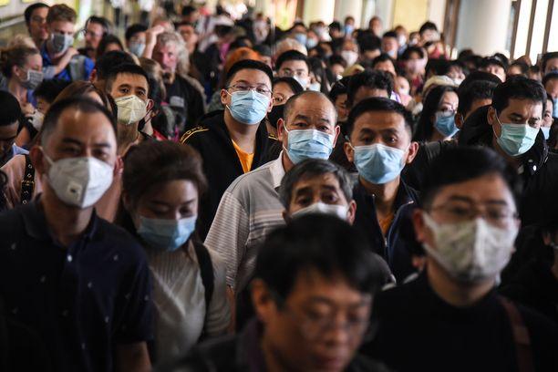 Kiinassa on kuollut jo yli 50 ihmistä koronaviruksen takia. Uhrien lukumäärän arvioidaan nousevan, sillä tartuntatapauksia on tällä hetkellä noin 2 000. Kuva Thaimaan Bangkokin lentokentältä 25.1.2020.