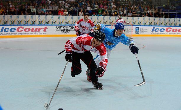 Suomen ja Kanadan välisissä rullakiekko-otteluissa on sattunut ja tapahtunut. Kuva vuodelta 2015.