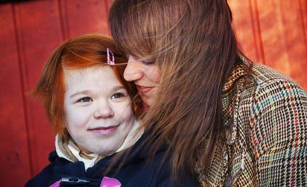 HARVINAINEN – Aikuisena haluan olla sisustussuunnittelija tai valokuvaaja, ainoana Suomessa juveniilia sarkoidoosia sairastava 15-vuotias Anni Appelgren kertoo.