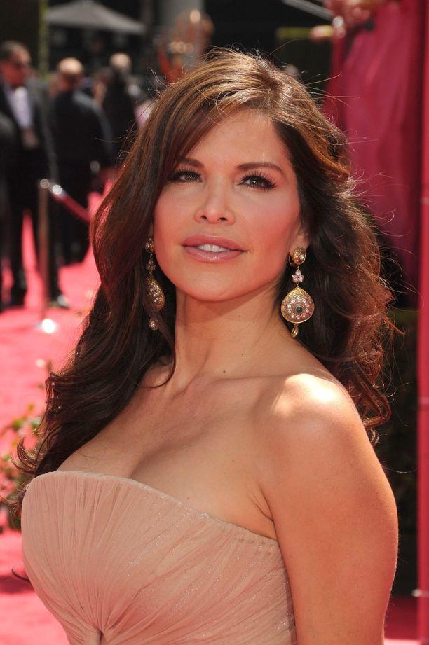 Lauren Sanchez on esiintynyt pienissä rooleissa myös muun muassa The Day After Tomorrow- ja Batman Begins -elokuvissa.