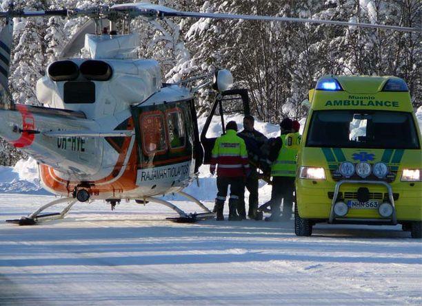 Loukkaantunut mies vietiin helikopterilla Rovaniemen keskussairaalaan leikkattavaksi.